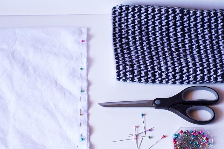 fabriquer un coussin au crochet imitation pied de poule. Black Bedroom Furniture Sets. Home Design Ideas