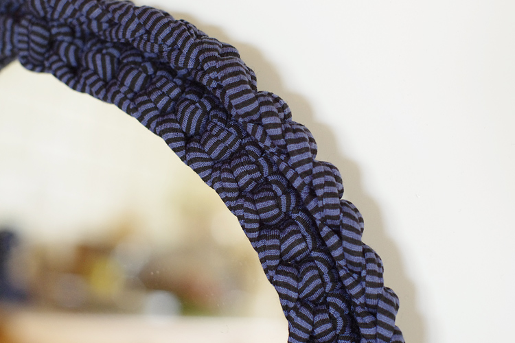 contour miroir crochet