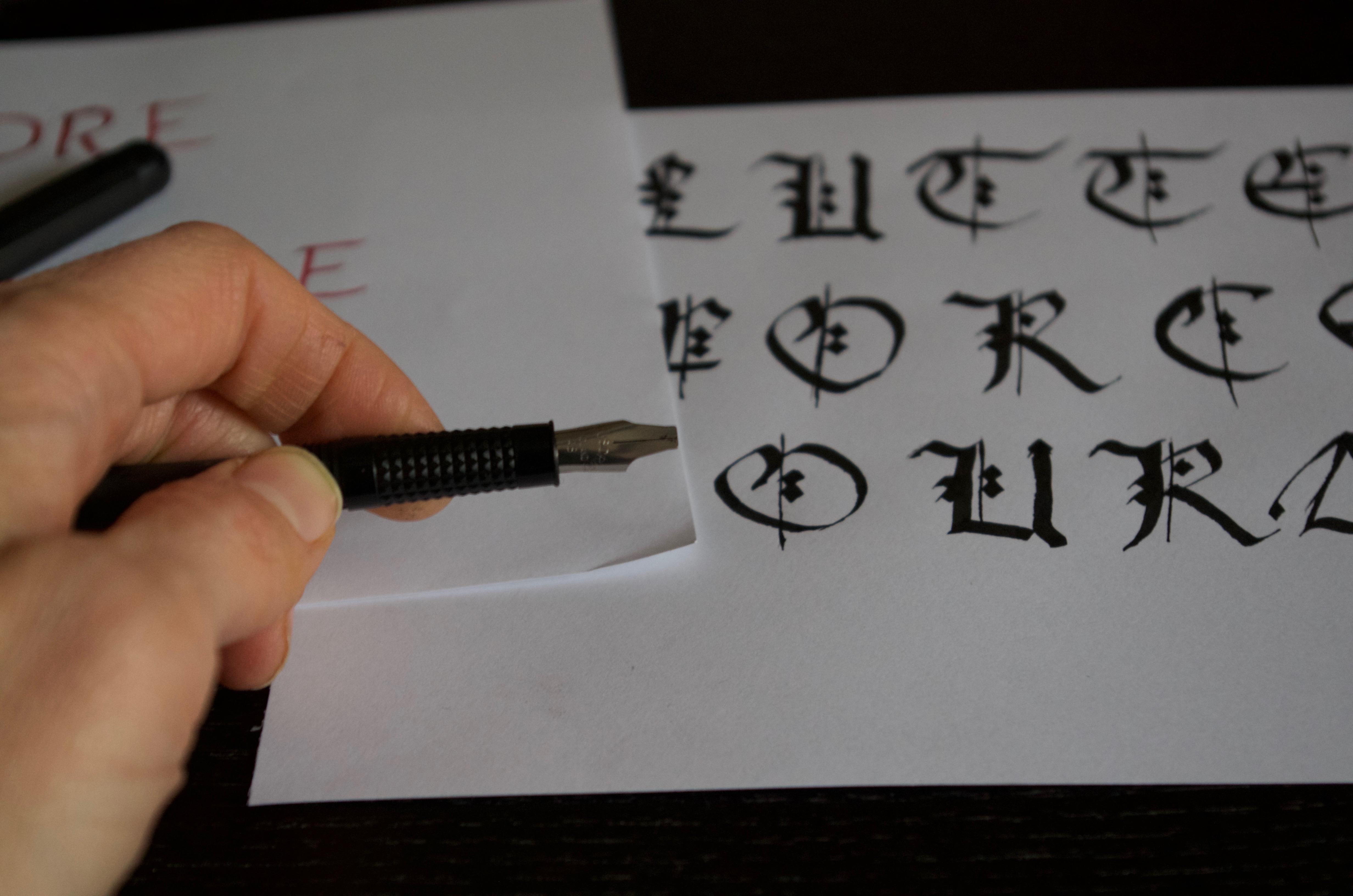 écriture calligraphie viking